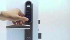 Биометрический дверной замок лучше